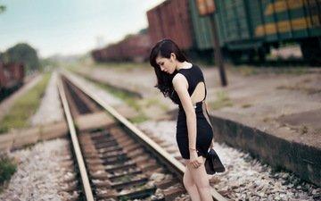 железная дорога, девушка, брюнетка, азиатка, черное платье