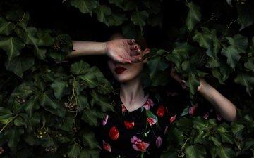 листья, девушка, платье, листва, лицо, руки, mara saiz
