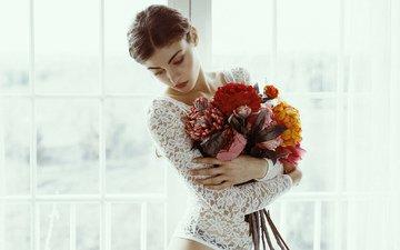 цветы, девушка, взгляд, волосы, букет, лицо, фигура, модел, mara saiz