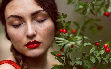 растения, портрет, модель, губы, лицо, ягоды, красная помада, закрытые глаза, mara saiz