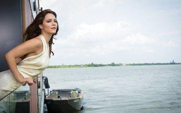 река, природа, пейзаж, платье, лодка, фотограф, актриса, певица, журнал, прическа, фигура, в белом, шатенка, кэтрин макфи, cbs watch, cliff lipson