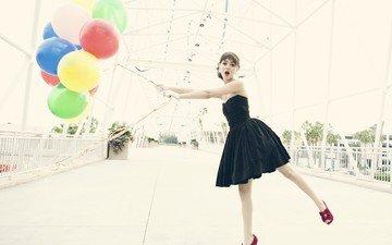 девушка, поза, ножки, актриса, певица, черное платье, воздушные шарики, виктория джастис