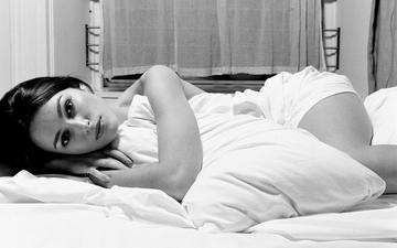 девушка, взгляд, модель, лицо, актриса, кровать, кира найтли, лежа