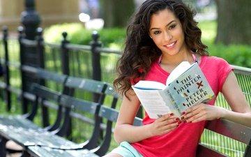 девушка, улыбка, лето, город, взгляд, волосы, лицо, книга