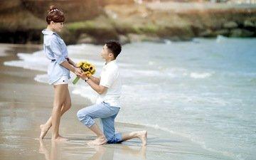 цветы, девушка, море, пляж, парень, любовь, букет, пара