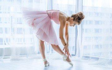 девушка, поза, ножки, окно, балерина, пуанты, танцовщица, розовое платье