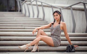 лестница, девушка, платье, взгляд, ножки, волосы, лицо, сидя, косички, высокие каблуки
