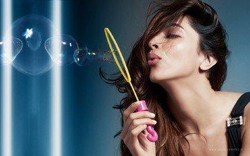 девушка, портрет, взгляд, модель, губы, актриса, мыльные пузыри, дипика падуконе