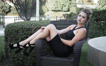 девушка, взгляд, волосы, лицо, кресло, актриса, черное платье, лия мари джонсон