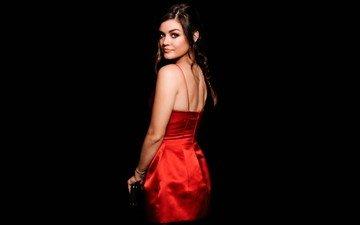 девушка, взгляд, модель, черный фон, лицо, актриса, красное платье, люси хейл, голые плечи