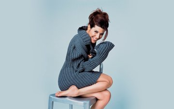 girl, smile, brunette, look, model, legs, face, actress, sweater, marisa tomei