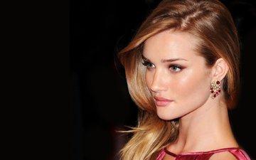 девушка, взгляд, модель, волосы, черный фон, лицо, актриса, роузи хантингтон-уайтли, rosie huntington whiteley
