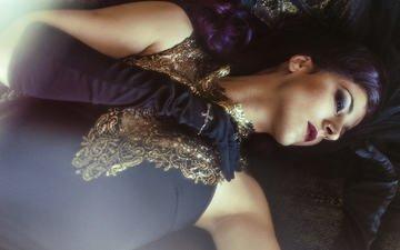 девушка, взгляд, волосы, лицо, макияж, черное платье, перчатки, sarah bowman