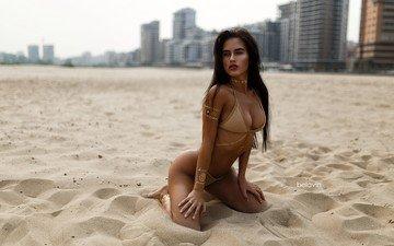 девушка, песок, пляж, модель, бикини, фотосессия, шатенка, на коленях, александр белавин