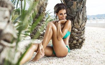 девушка, улыбка, пляж, брюнетка, пальмы, модель, бикини