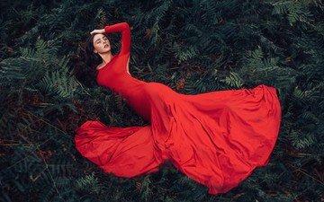 природа, девушка, брюнетка, модель, папоротник, красное платье, закрытые глаза