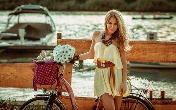 цветы, река, берег, украшения, девушка, блондинка, модель, букет, макияж, велосипед
