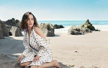 девушка, песок, пляж, взгляд, волосы, лицо, актриса, эмилия кларк
