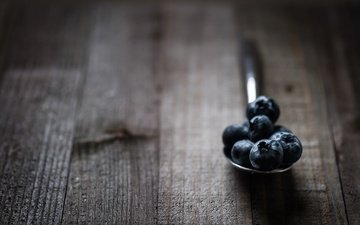 macro, berries, blueberries, spoon, wooden surface