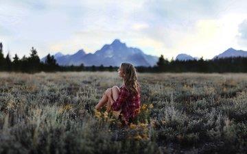 цветы, трава, деревья, горы, природа, лес, настроение, пейзаж, утро, блондинка, поле, одиночество, луг