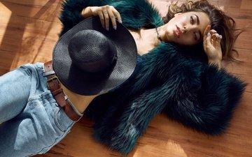 девушка, поза, взгляд, модель, джинсы, волосы, лицо, шляпа, шубка, на полу, ella molnar, и mark tiu
