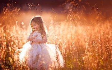 трава, закат, настроение, платье, взгляд, девочка, луг, волосы, лицо, joshua marcus