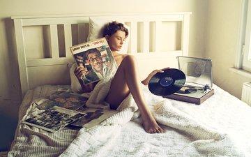 стиль, девушка, поза, музыка, модель, винил, ножки, кровать, avsar acikgoz