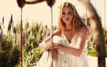 цветы, девушка, блондинка, взгляд, волосы, лицо, актриса, белое платье, дженнифер лоуренс