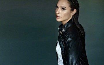девушка, взгляд, модель, актриса, галь гадот, кожаная куртка