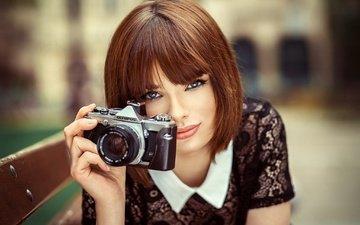 девушка, портрет, взгляд, модель, фотоаппарат, волосы, скамейка, фотограф, лицо, камера, lods franck, olympus