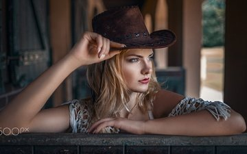 blonde, portrait, model, lips, face, blue eyes, red lipstick, carla, damian piórko, carla sonre, cowboy hat