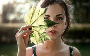 девушка, портрет, взгляд, лист, волосы, лицо, веснушки, катюша, катя, георгий чернядьев