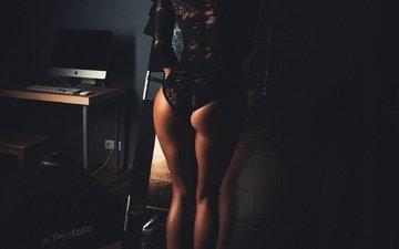 девушка, модель, ножки, фигура, компьютер, попка, боди, вид сзади