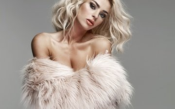 girl, blonde, model, shoulders, makeup, hairstyle, fur, monika synytycz