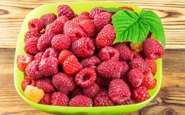 leaves, raspberry, berries, bowl, wooden surface