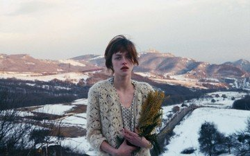 mountains, snow, girl, look, model, hair, bouquet, face