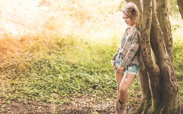 tree, girl, background, look, denim shorts, lucie