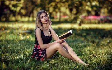 трава, девушка, настроение, блондинка, взгляд, модель, волосы, лицо, книга