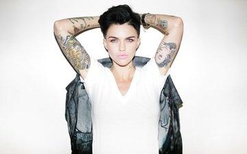 модель, лицо, актриса, певица, татуировка, фотосессия, черные волосы, руки вверх, руби роуз