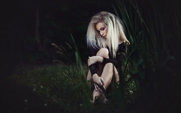 трава, деревья, лес, девушка, блондинка, взгляд, волосы, лицо