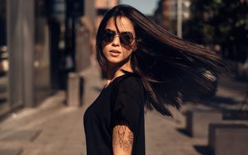 the sun, brunette, glasses, street, model, tattoo, in black, marlen, martin kuhn, marlen alvarez valderrama