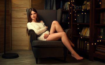 девушка, взгляд, сидит, ножки, кресло, гирлянда, длинные волосы, босиком, pavel cherepko