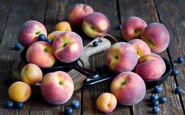доска, фрукты, ягоды, персики, черника, абрикосы