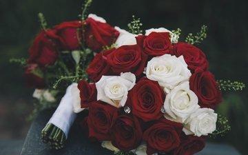 цветы, бутоны, розы, красные, темный фон, букет, белые, стразы, композиция