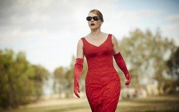 фильм, красное платье, перчатки, кейт винслет, солнцезащитные очки, the dressmaker