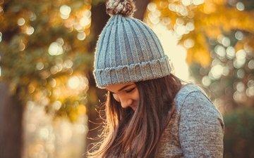 девушка, улыбка, осень, волосы, шапка, боке