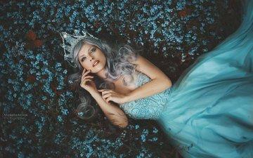 цветы, девушка, платье, блондинка, поляна, модель, корона, голубое платье, marketa novak, marcela vovsovа