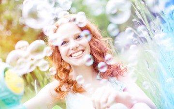 девушка, настроение, улыбка, портрет, лето, радость, рыжая, луг, мыльные пузыри, diana_drubig