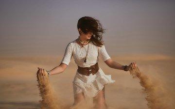девушка, песок, пустыня, модель, белое платье