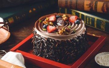 орехи, клубника, книги, шоколад, сладкое, торт, десерт, голубика, крем